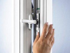 Установка магнитной защелки на балконную дверь